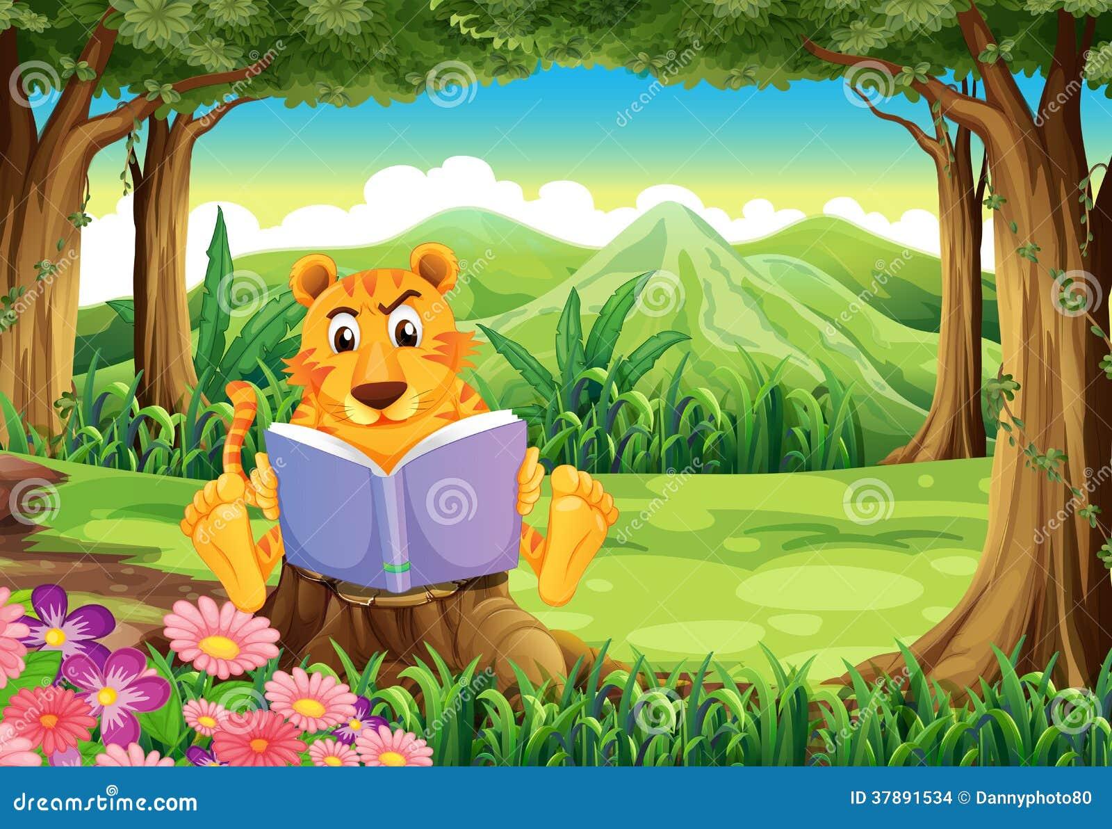 Een tijgerzitting boven de stomp terwijl het lezen