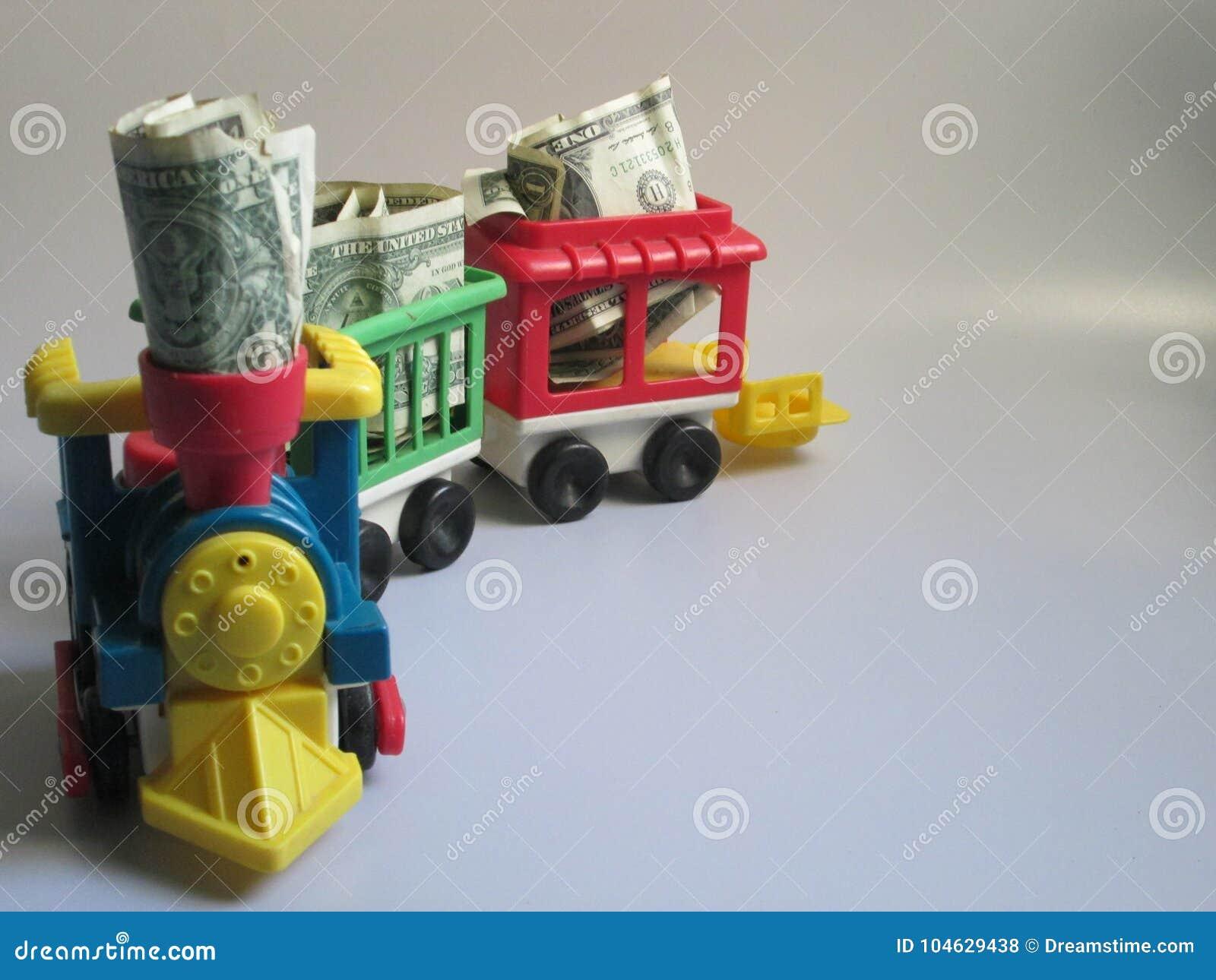Download Een Trein Loopt Op Een Wit Hoogtepunt Als Achtergrond Van Geld Stock Foto - Afbeelding bestaande uit cash, draag: 104629438