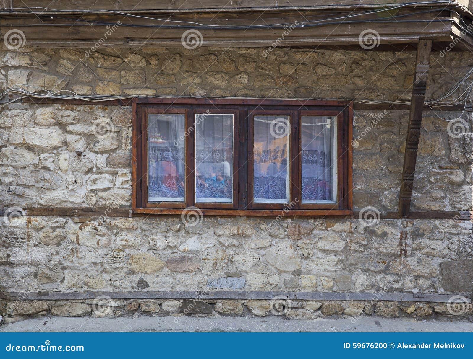 Een venster in een oud huis nessebar bulgarije stock foto afbeelding 59676200 - Oude huisdecoratie ...