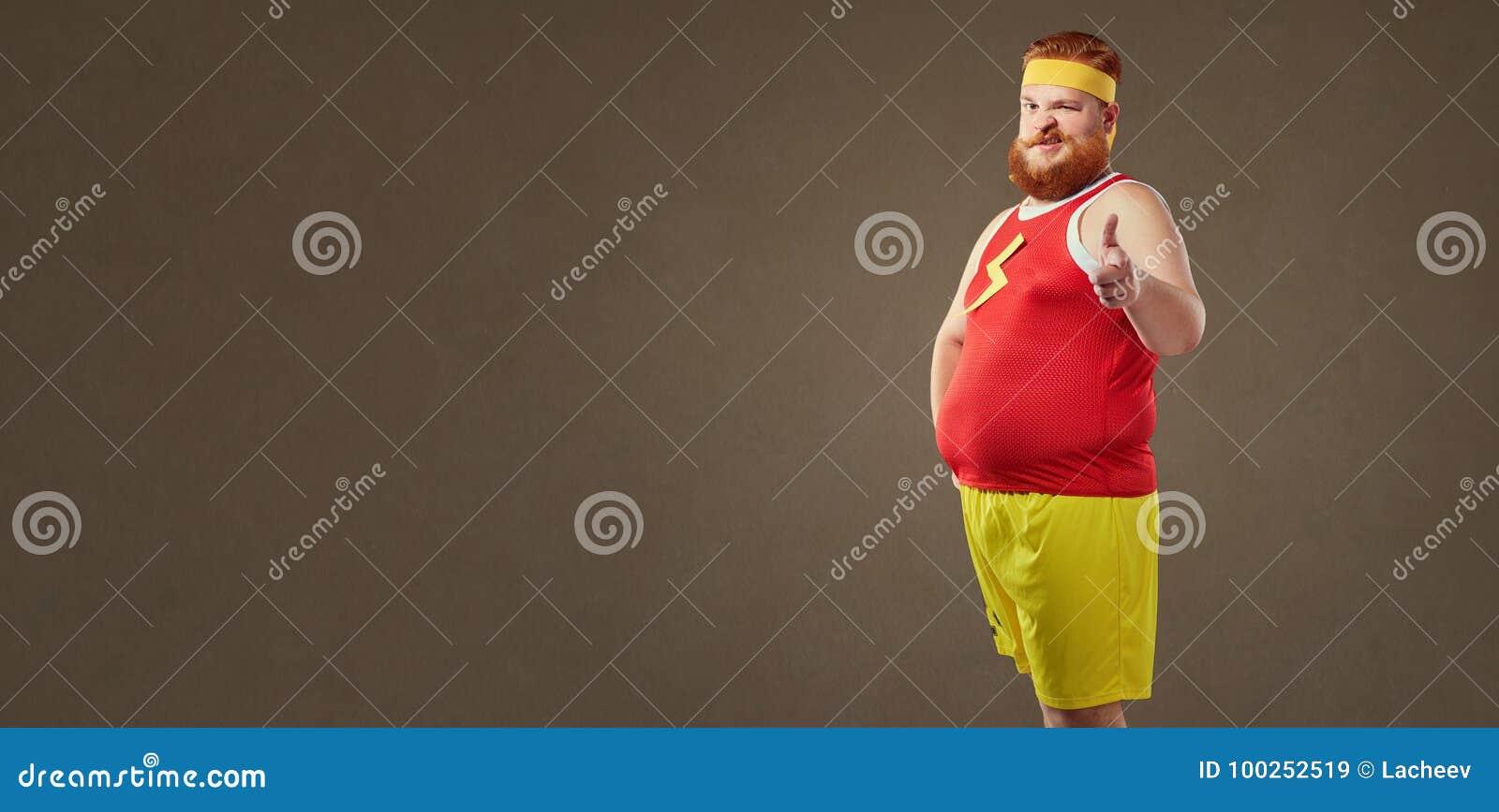 Een vette mens met een baard in een bovenkledij