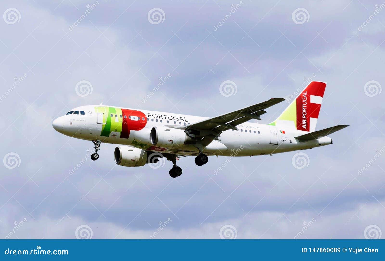 Een vliegtuig van Lucht Portugal