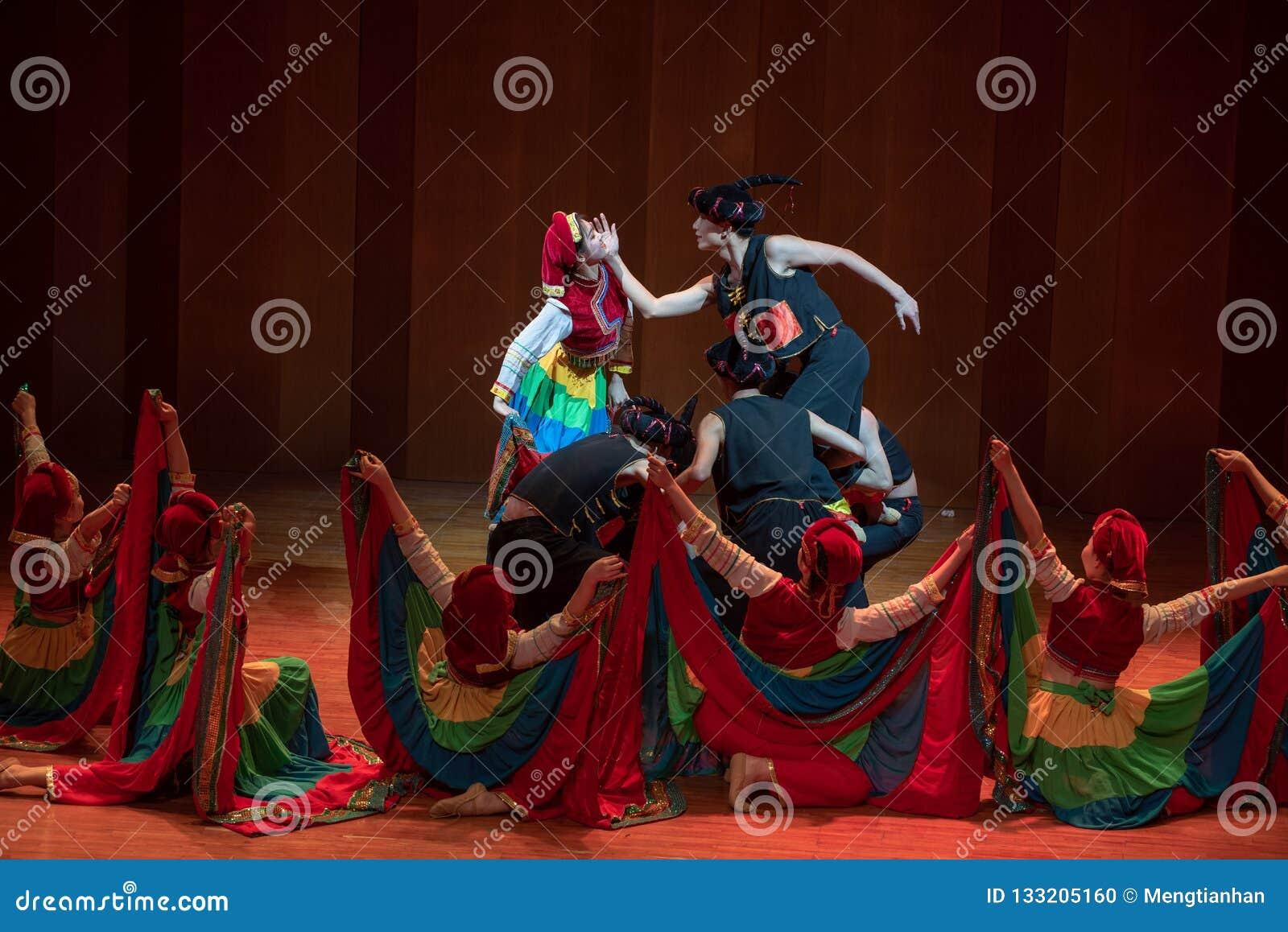 Een volksdans van bruid-Axi sprong-Yi