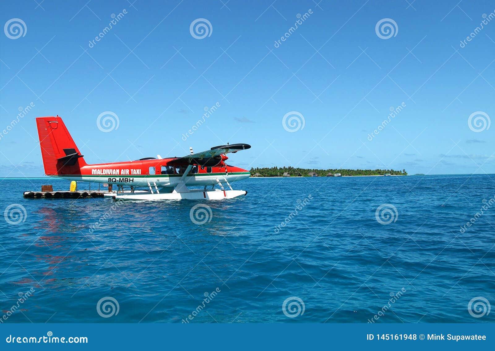 Een watervliegtuig van Maldivian Air Taxi is geland op het mooie overzees