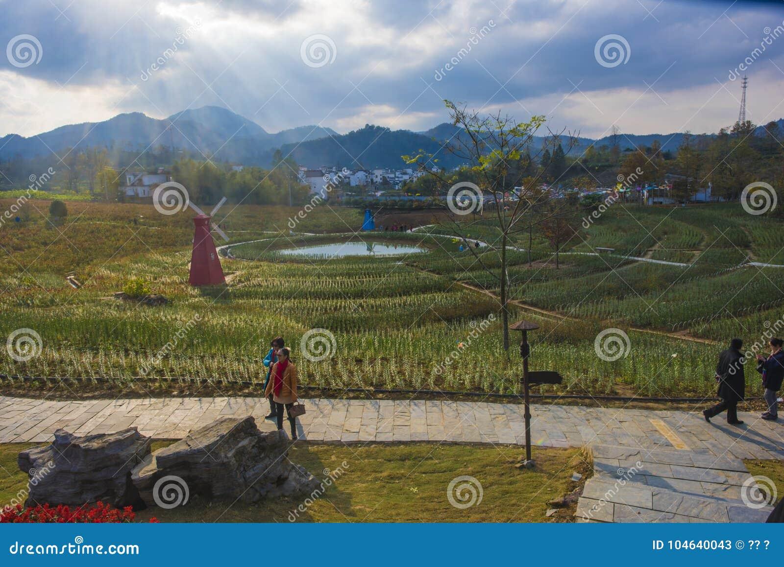 Download Een Windmolen In Huangshan Ten Westen Van Huangshan, Anhuiprovincie Redactionele Stock Foto - Afbeelding bestaande uit verschillend, gestippeld: 104640043
