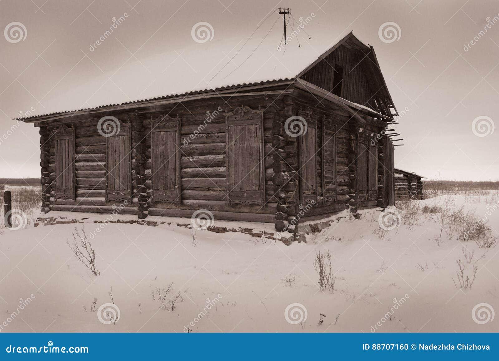 Een zeer oud verlaten blokhuis