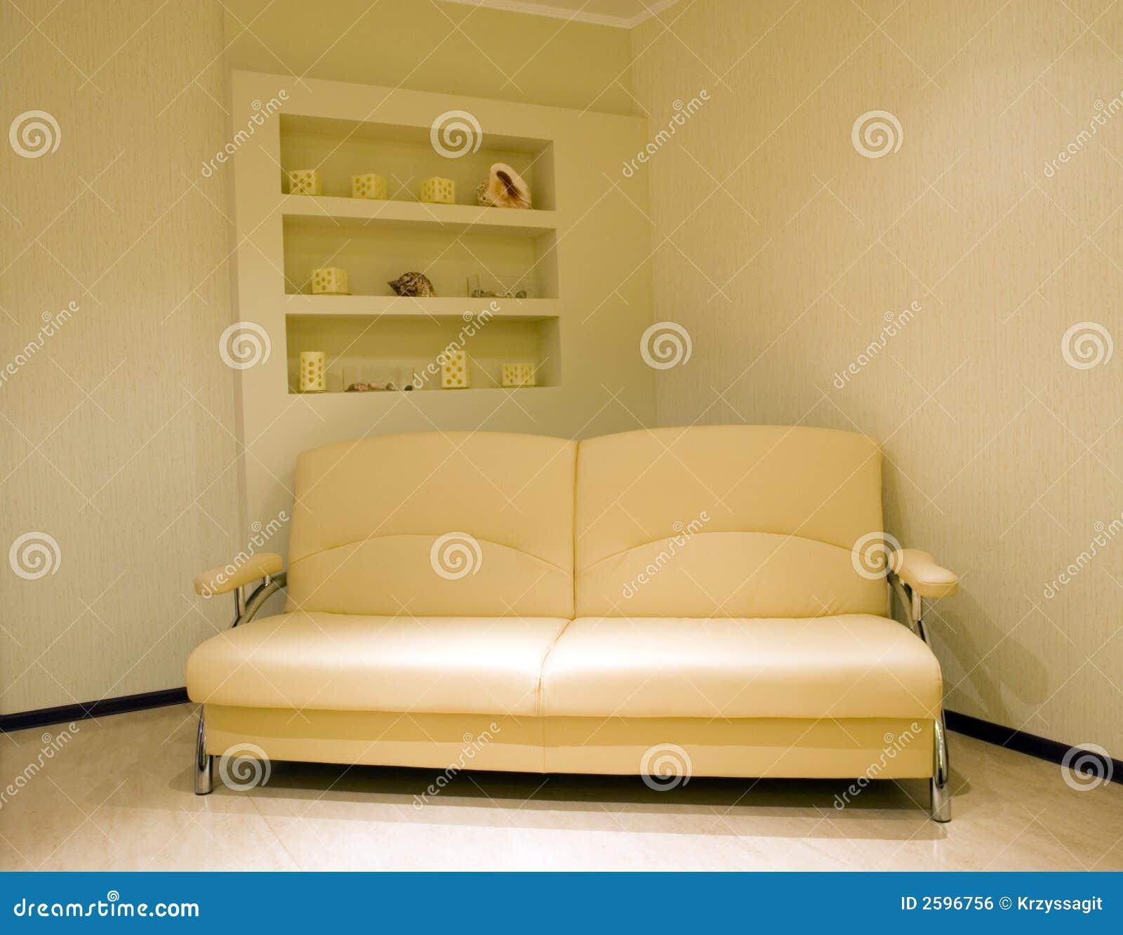 Eenvoudige, eigentijdse ruimte
