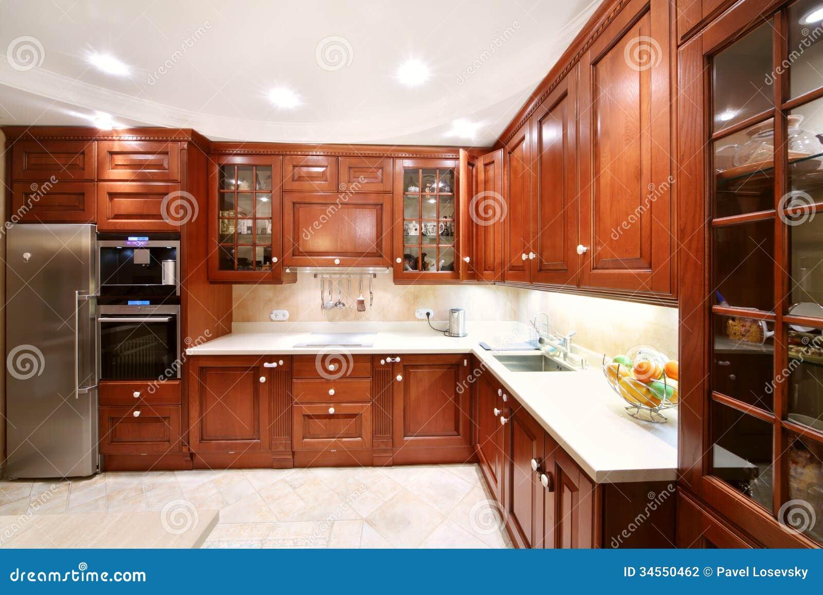 Eenvoudige Houten Keukenkasten, Countertops, Ijskast Stock ...