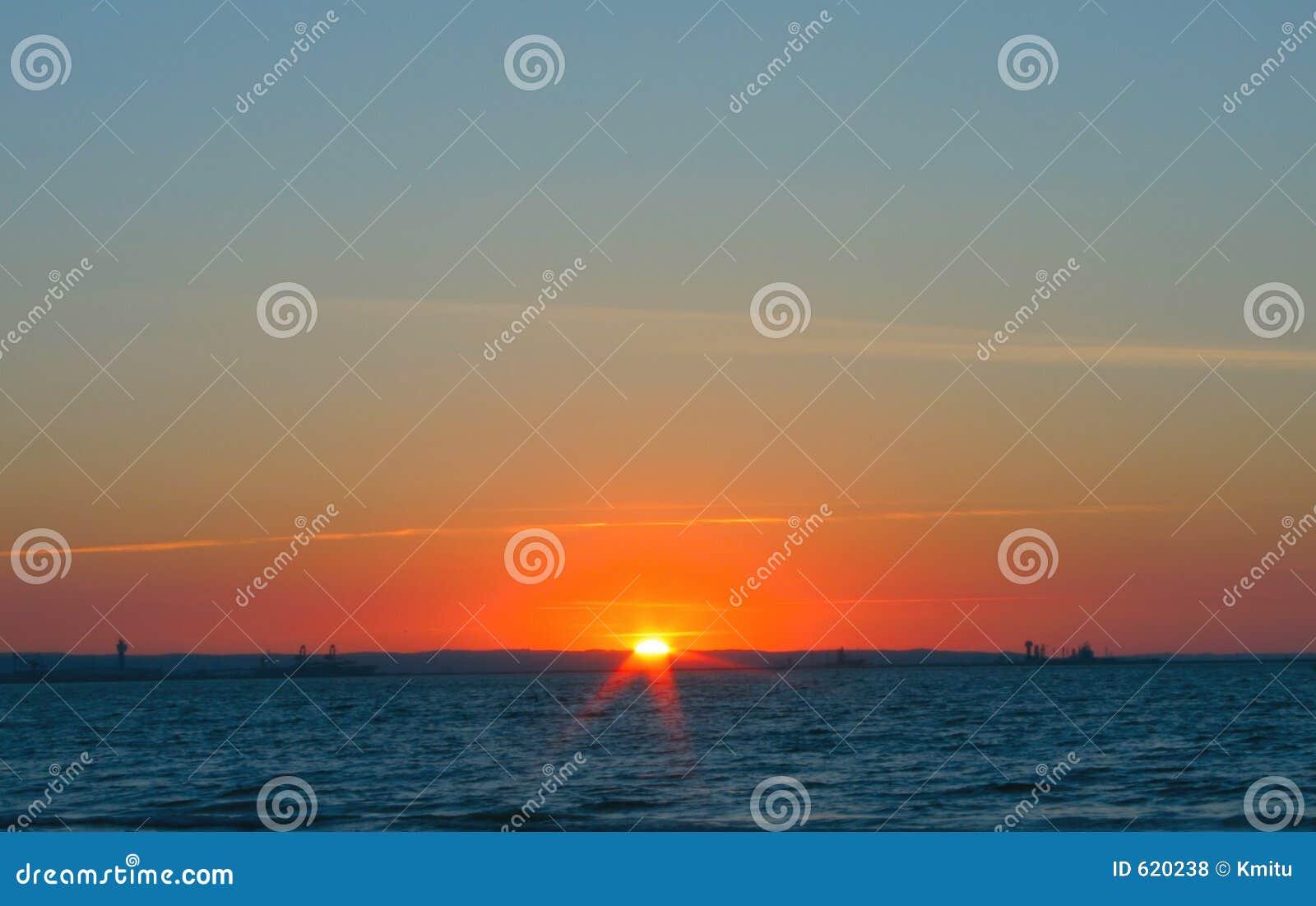 Eenvoudige schitterende zonsondergang