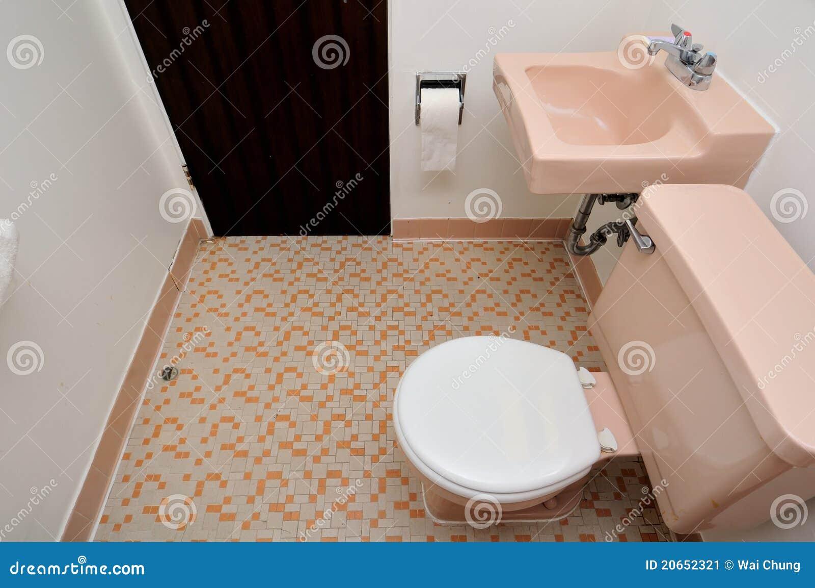 Eenvoudige toiletruimte stock afbeelding afbeelding 20652321 - Kleur modern toilet ...