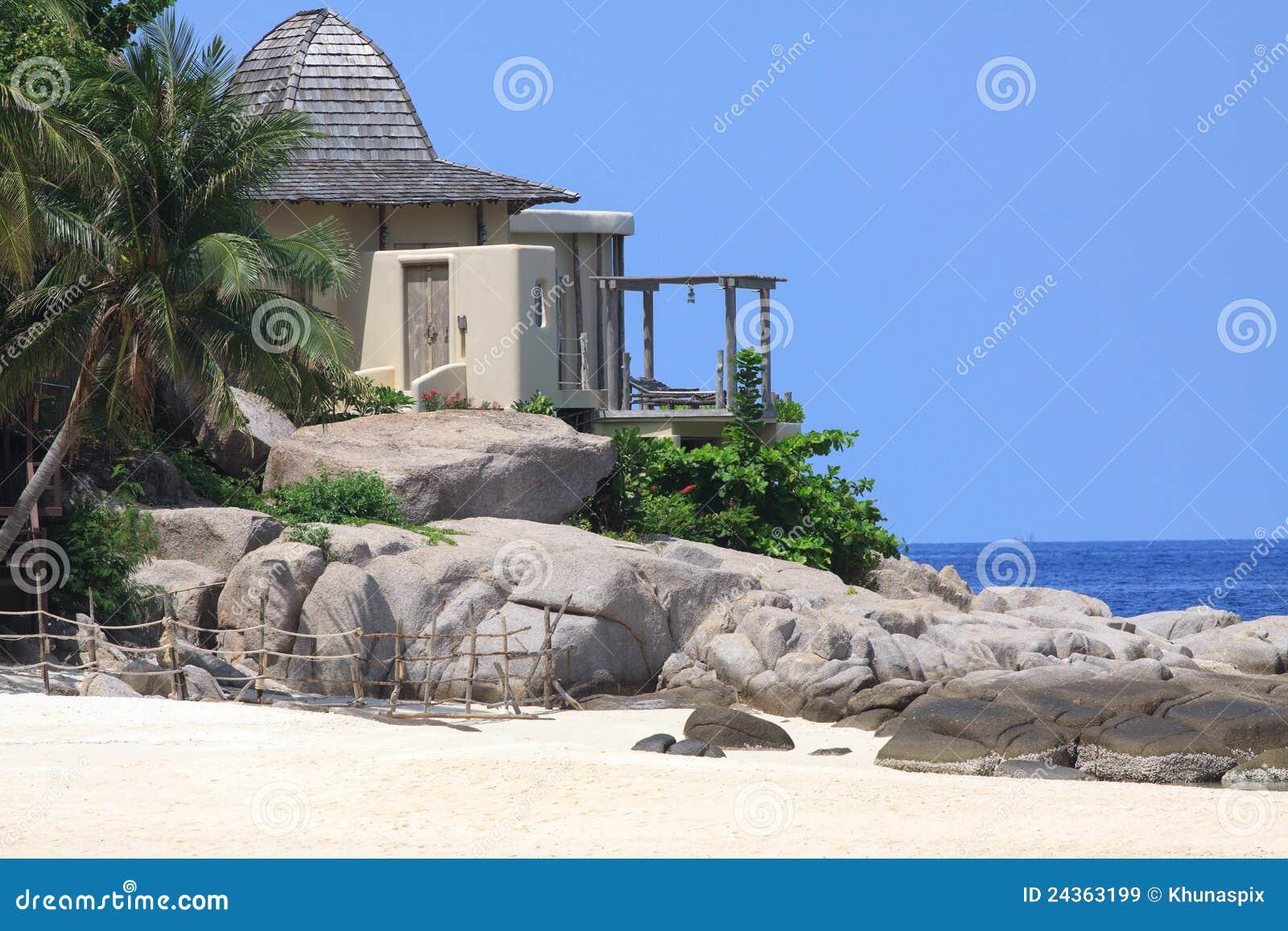 Eenzaam huis aan rots op zee kant royalty vrije stock afbeeldingen beeld 24363199 - Modern huis aan zee ...