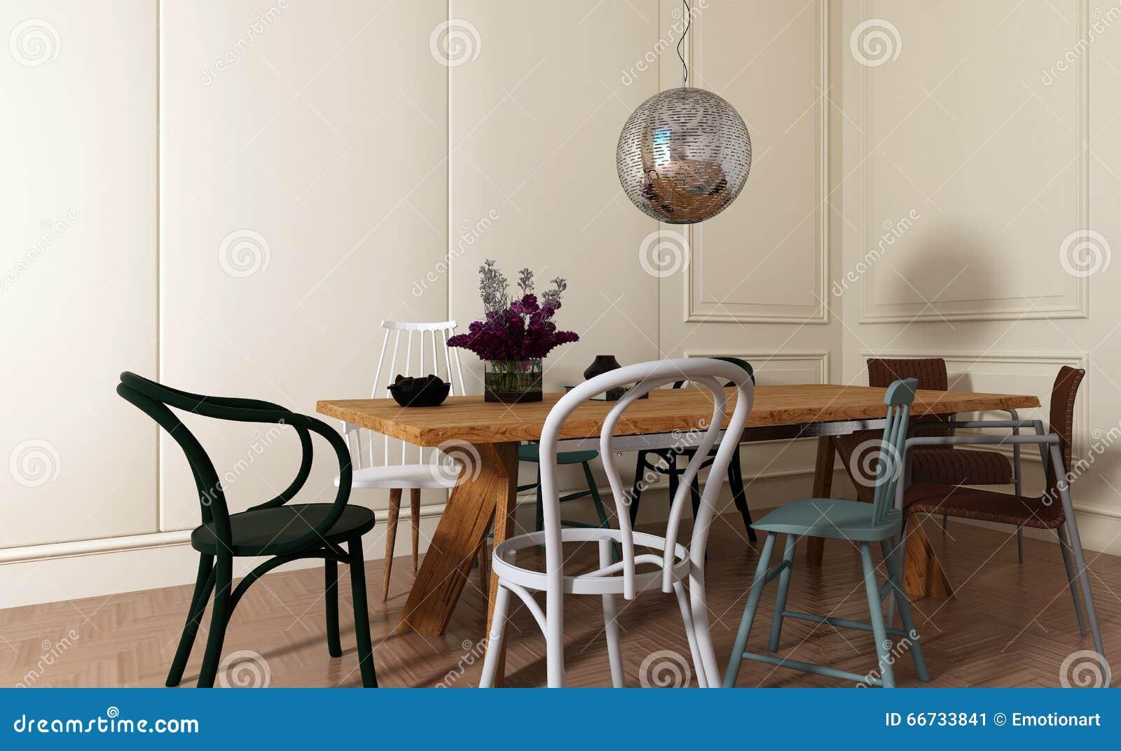 Eetkamer met houten lijst en slecht gecombineerde stoelen stock