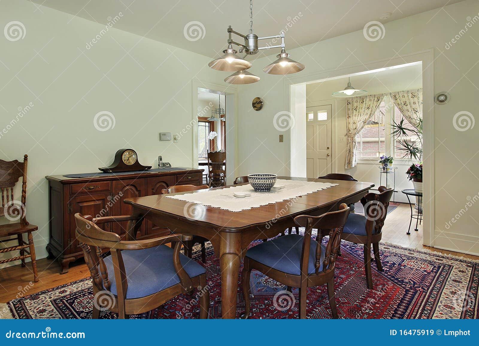 Eetkamer met kalk groene muren royalty vrije stock afbeeldingen beeld 16475919 - Eetkamer eetkamer ...