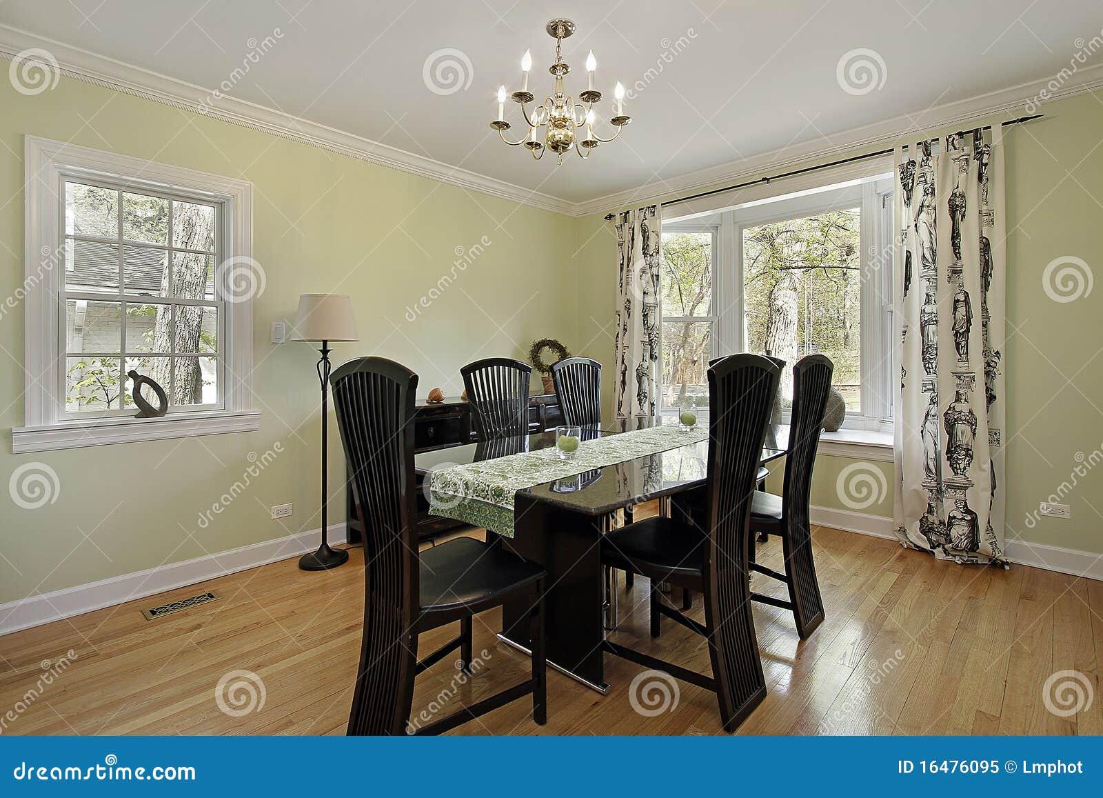 Eetkamer met lichtgroene muren stock afbeelding afbeelding 16476095 - Foto eetkamer ...