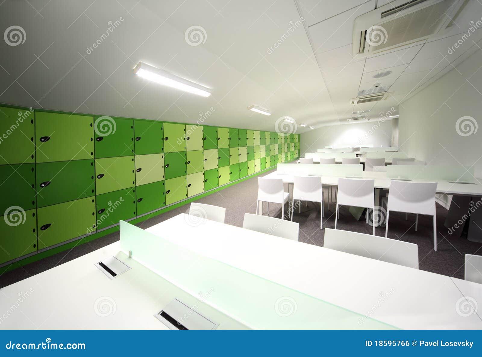 Nieuwe Badkamer Assen ~ Witte Eetkamer  Eetkamer met witte lijsten en stoelen royalty vrije