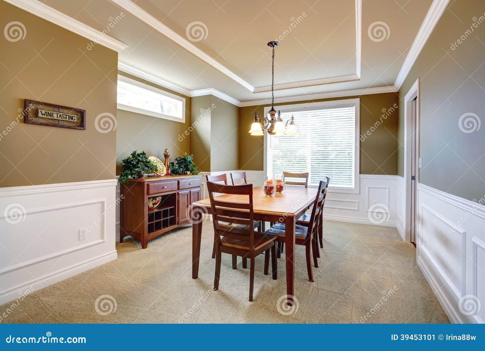 Nieuwe Badkamer Assen ~ Witte Eetkamer  Eetkamer met witte muurversiering stock foto beeld