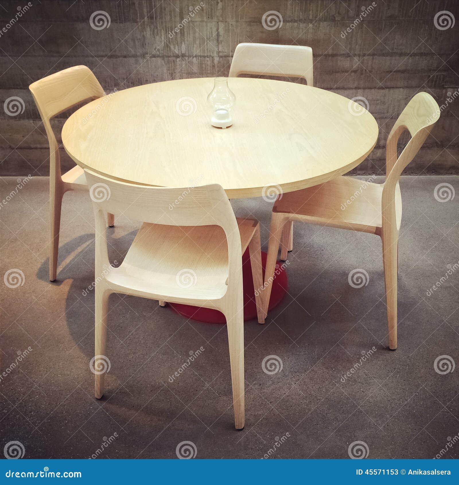 Eettafel en stoelen modern ontwerp stock afbeelding for Eettafel en stoelen