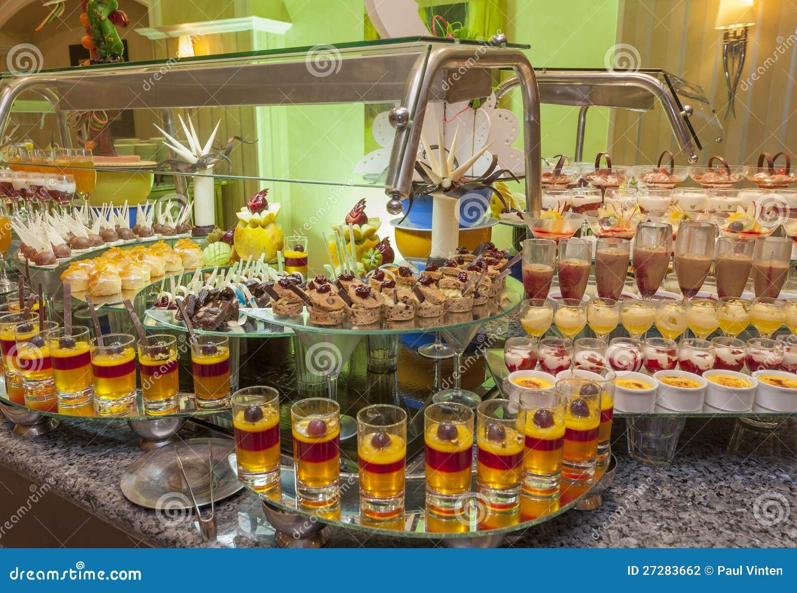 Download Efterrättbuffé I Ett Hotell Arkivfoto - Bild av restaurang, färgglatt: 27283662