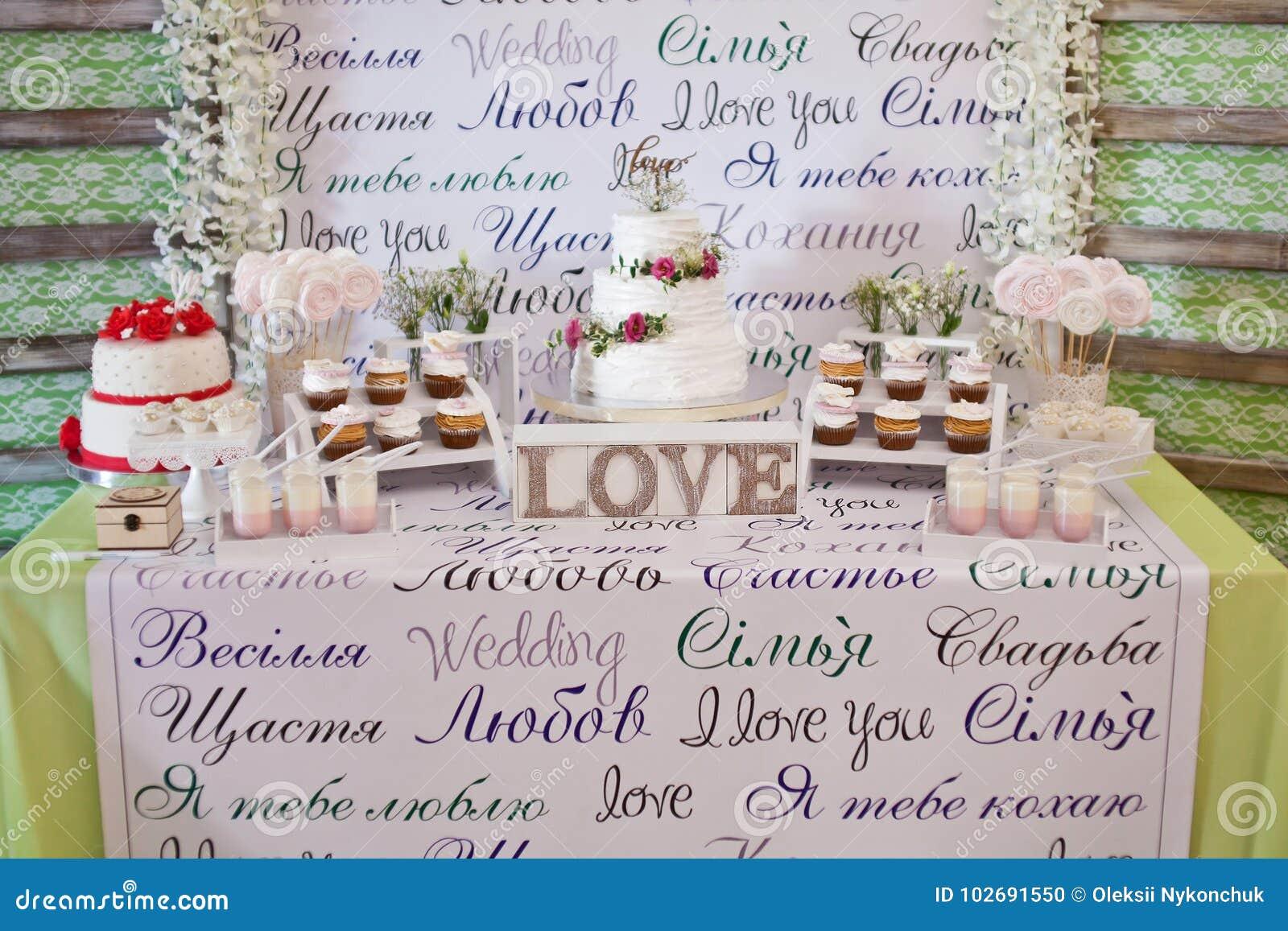 Efterrätttabell för ett bröllopparti