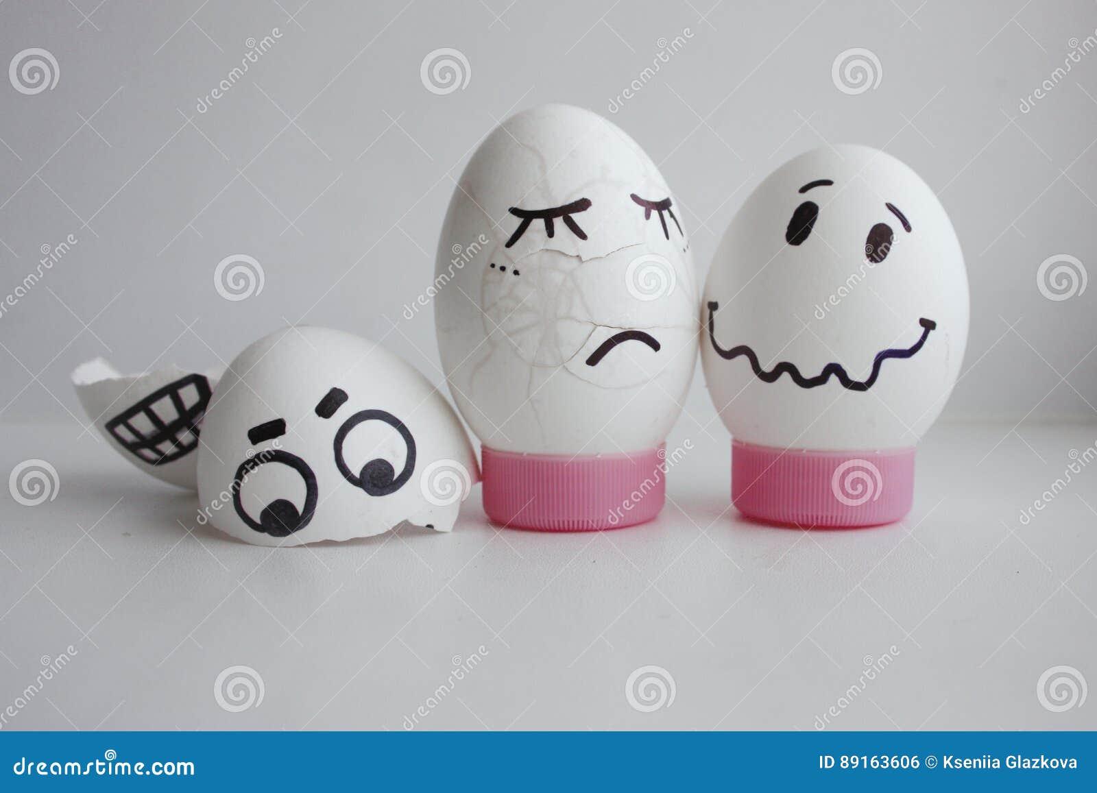 Eggs allegro con un concetto del fronte due schiantato