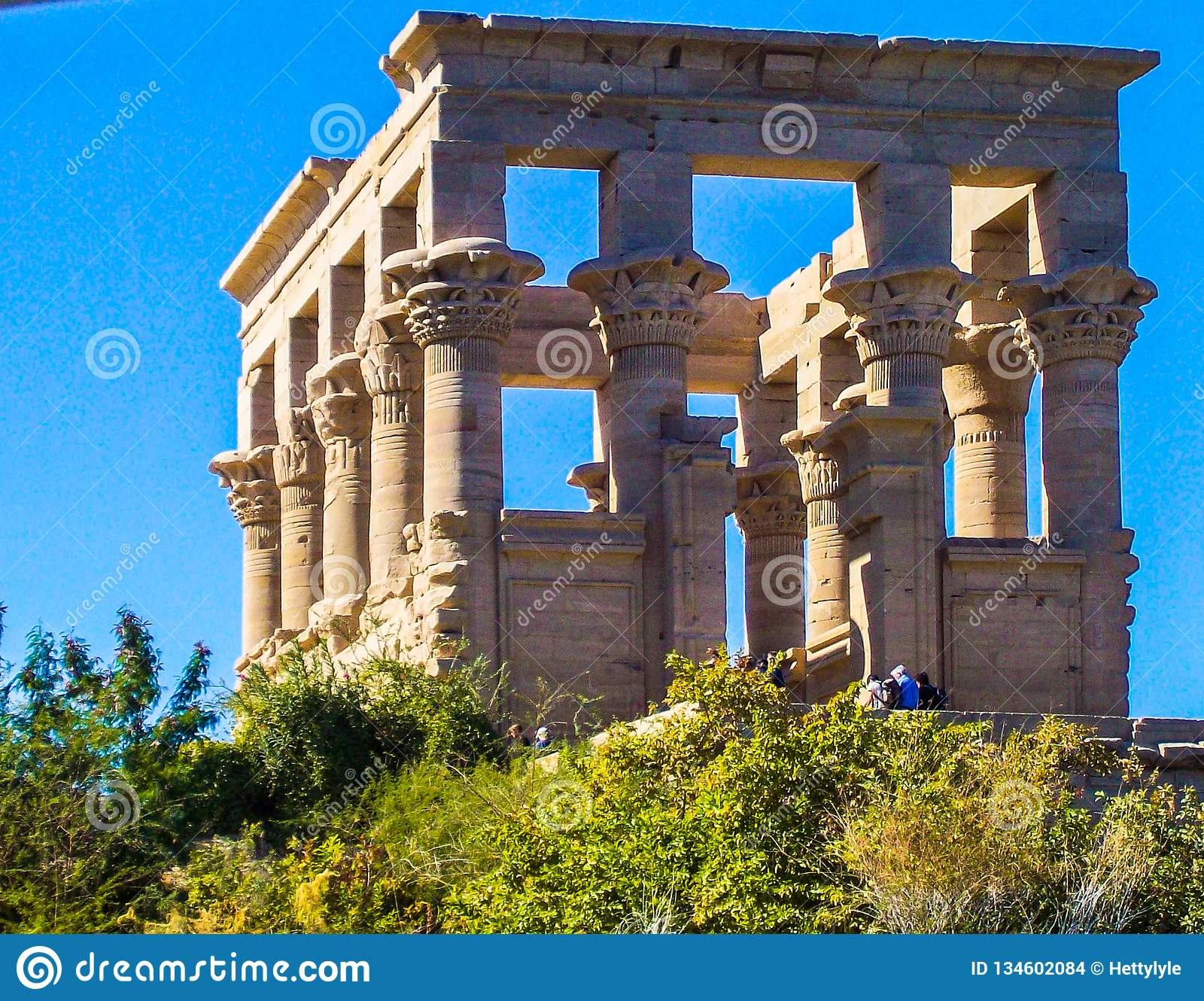 Egito, Nilo, templo egípcio, ruínas, no montanhês, colunas do quadrado 12, céu azul
