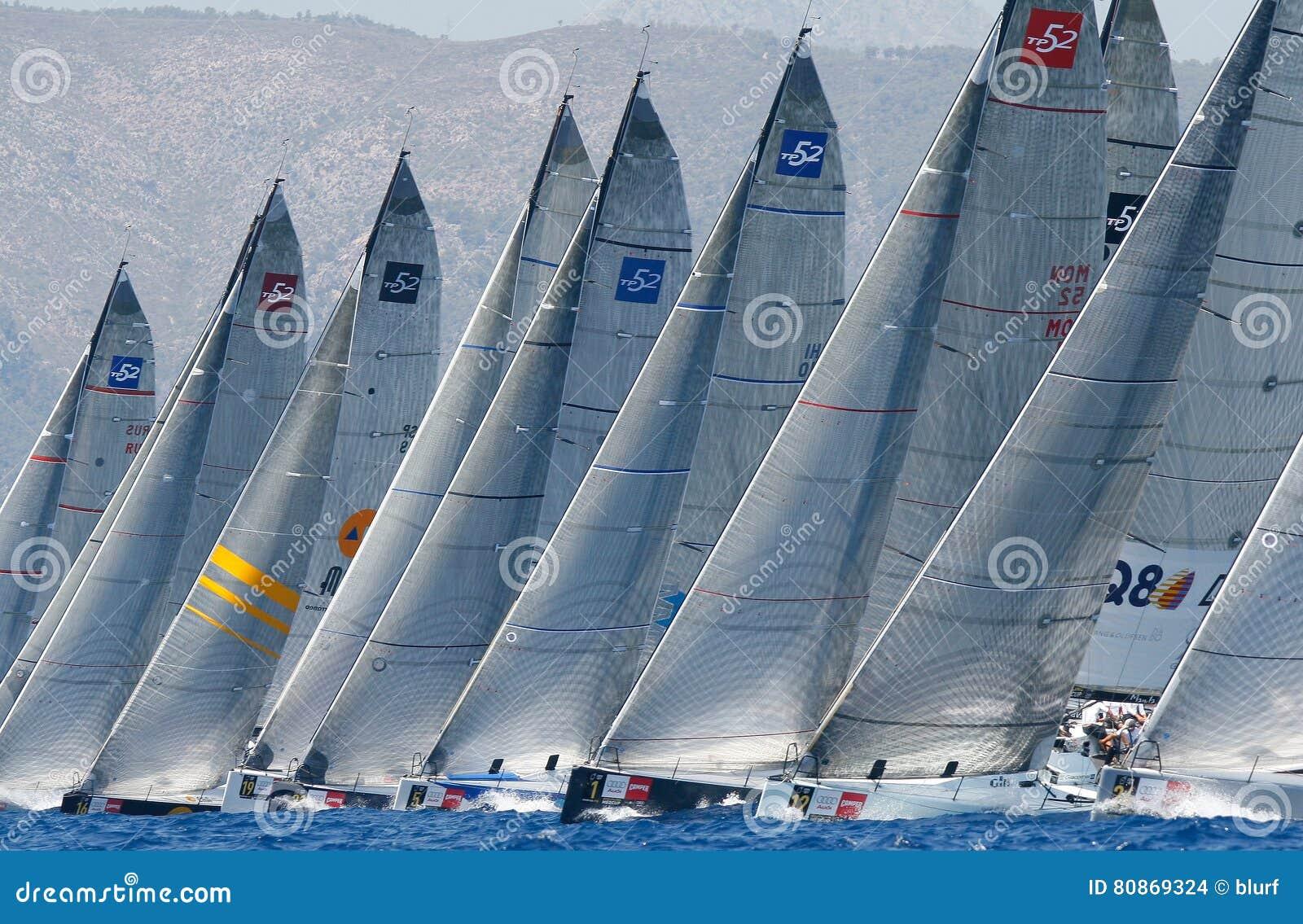 Żeglować biegowego regatta w mallorcazatoce