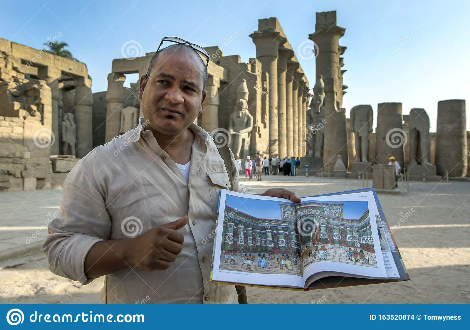 A Tour Guide At Luxor Temple In Egypt Editorial Stock Image Image Of Ruins Showing 163520874
