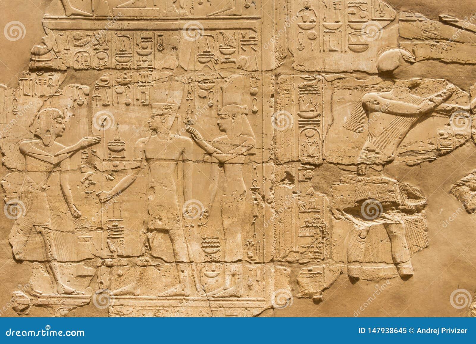 Egyptische hiërogliefen bij de Karnak-Tempel in Luxor, Egypte
