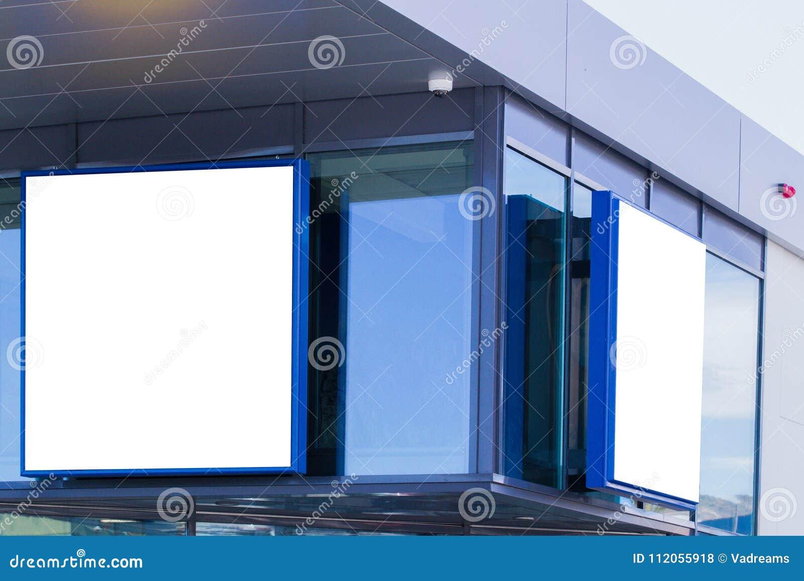 Egzamin próbny Up Pusty billboard outdoors, plenerowa reklama, signage na ścianie sklep, zakupy centrum handlowe