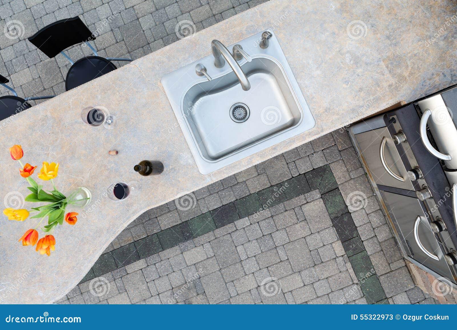 Egzota Betonowy Odpierający Wierzchołek W Plenerowej Kuchni Obraz