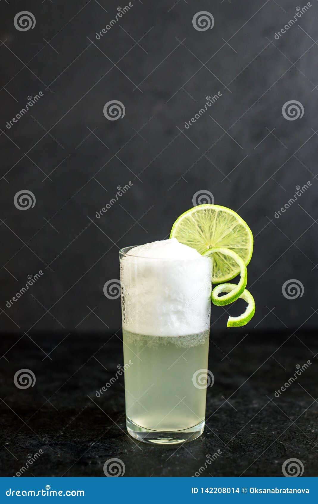 Ei Gin Fizz Cocktail