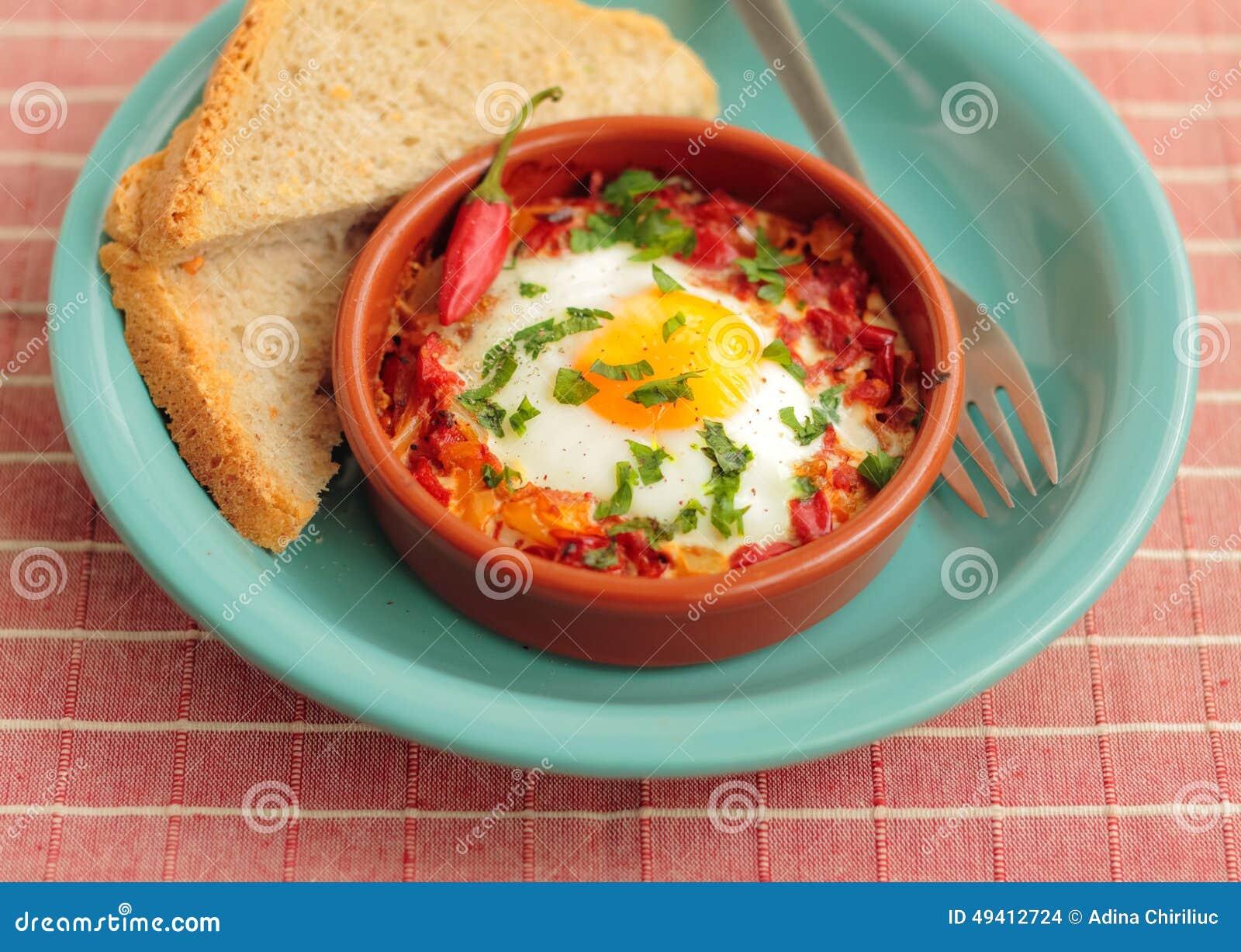 Download Eier Pochiert In Der Tomatensauce Stockfoto - Bild von mittlere, mehrlagenplatte: 49412724