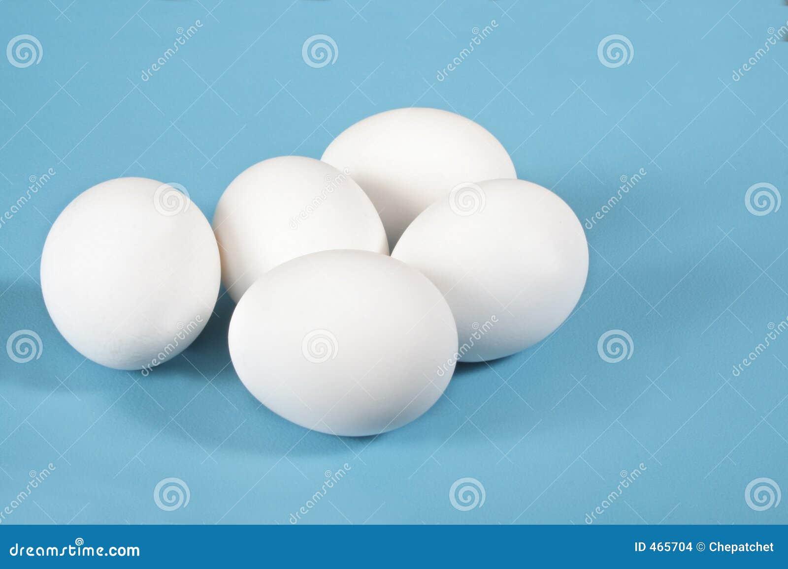 Eieren op blauw