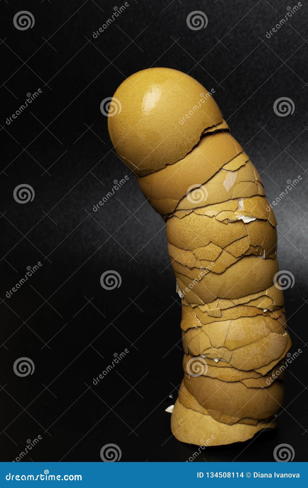 Eierenshell, Symbolen aan de penis of mannelijke organen concept: voeding en gezondheid Penismaatregel, mensenmacht en kracht