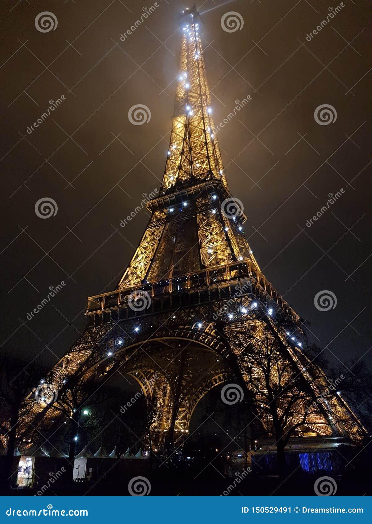 Eiffel natttorn
