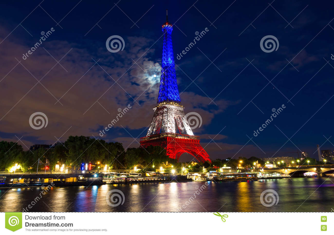 The eiffel tower lit up with the colors of french national for Lit national