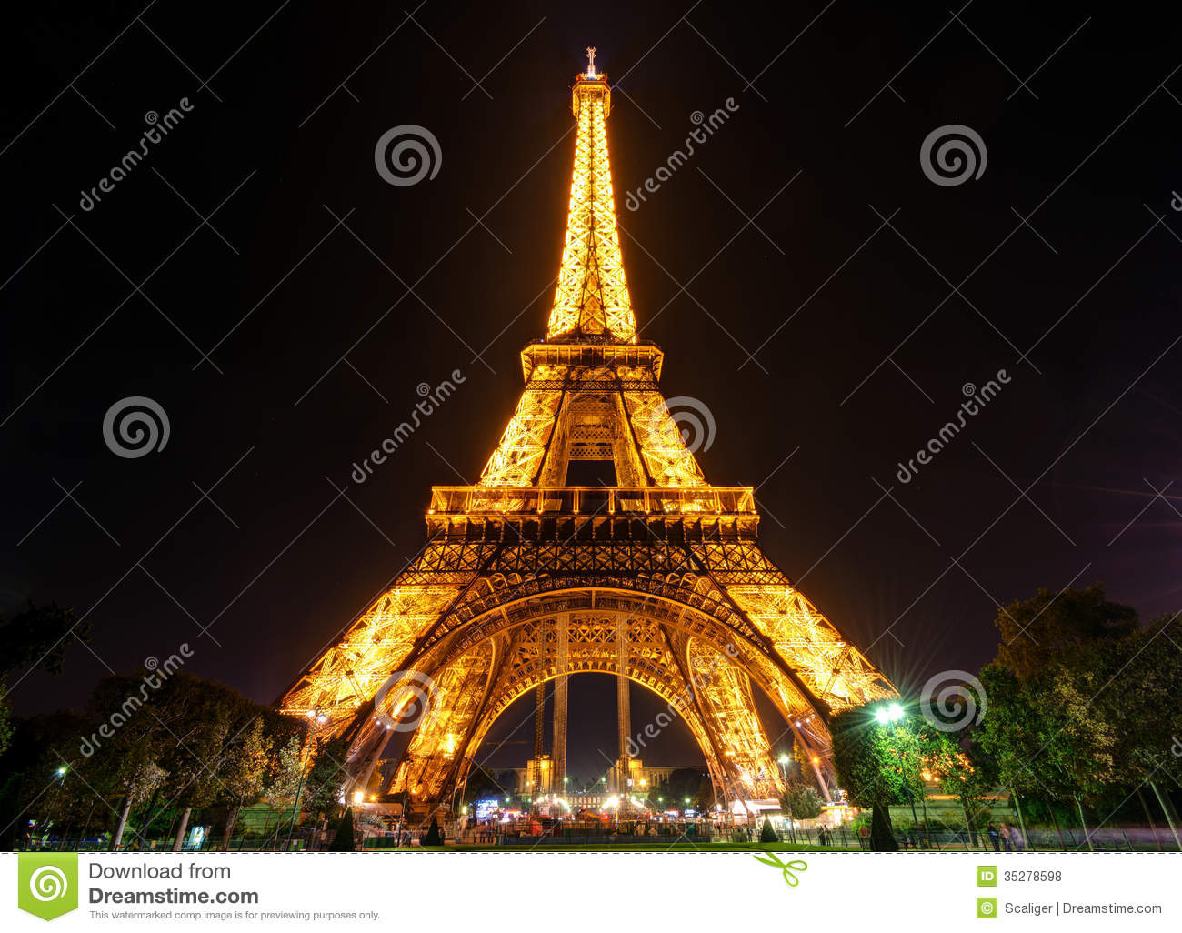 The eiffel tower at night in paris editorial stock photo for Paris night time