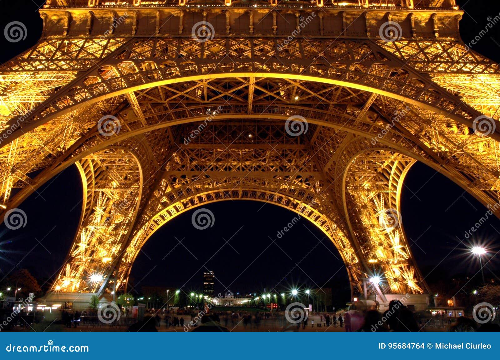 Eiffeltorngrund på natten