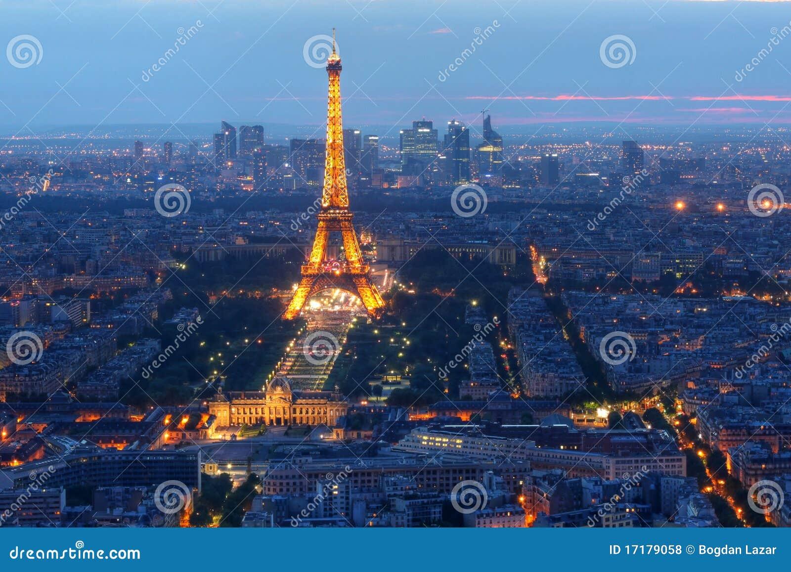Eiffelturm nachts, Paris, Frankreich