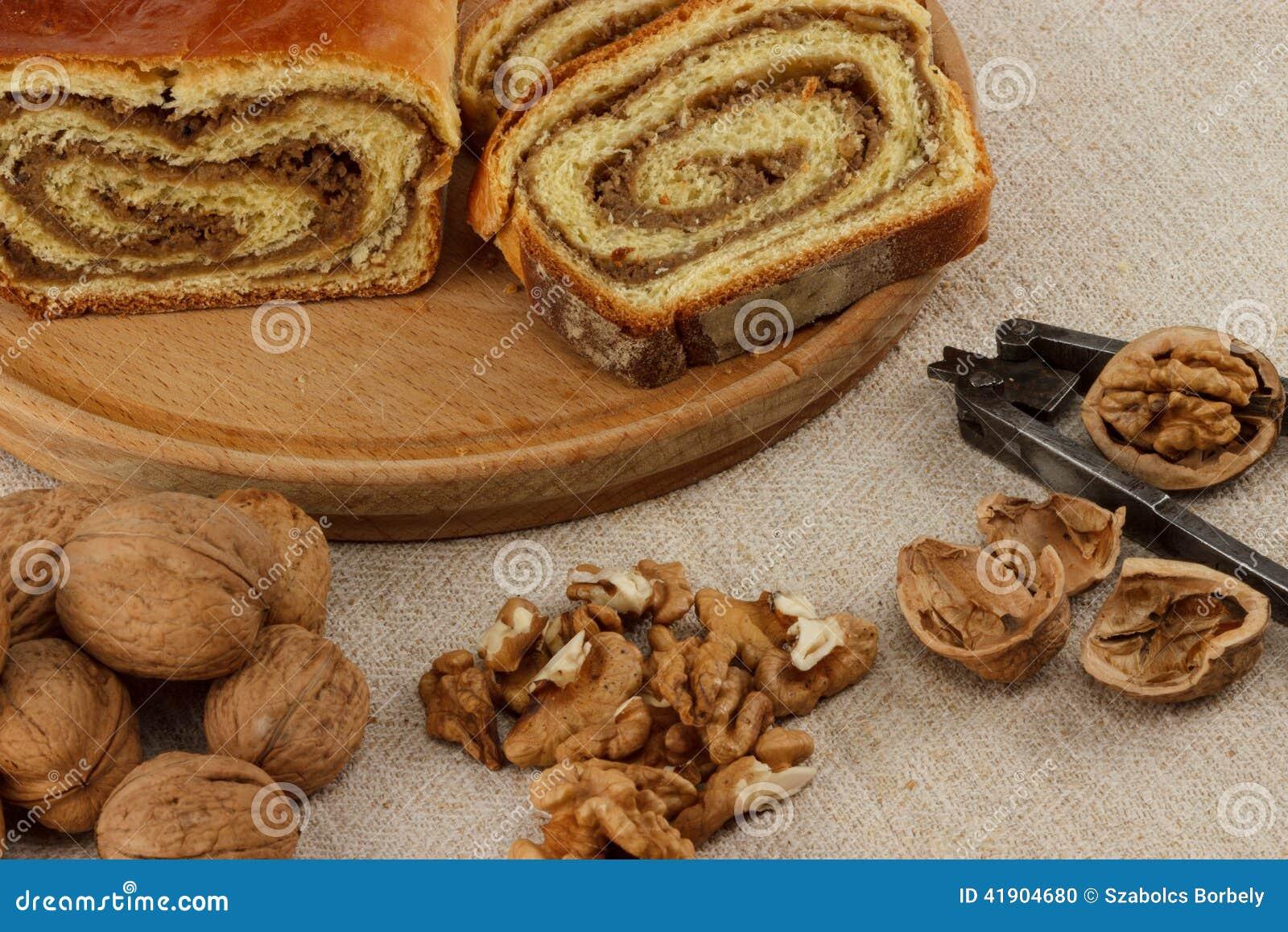Eigengemaakt okkernootbrood