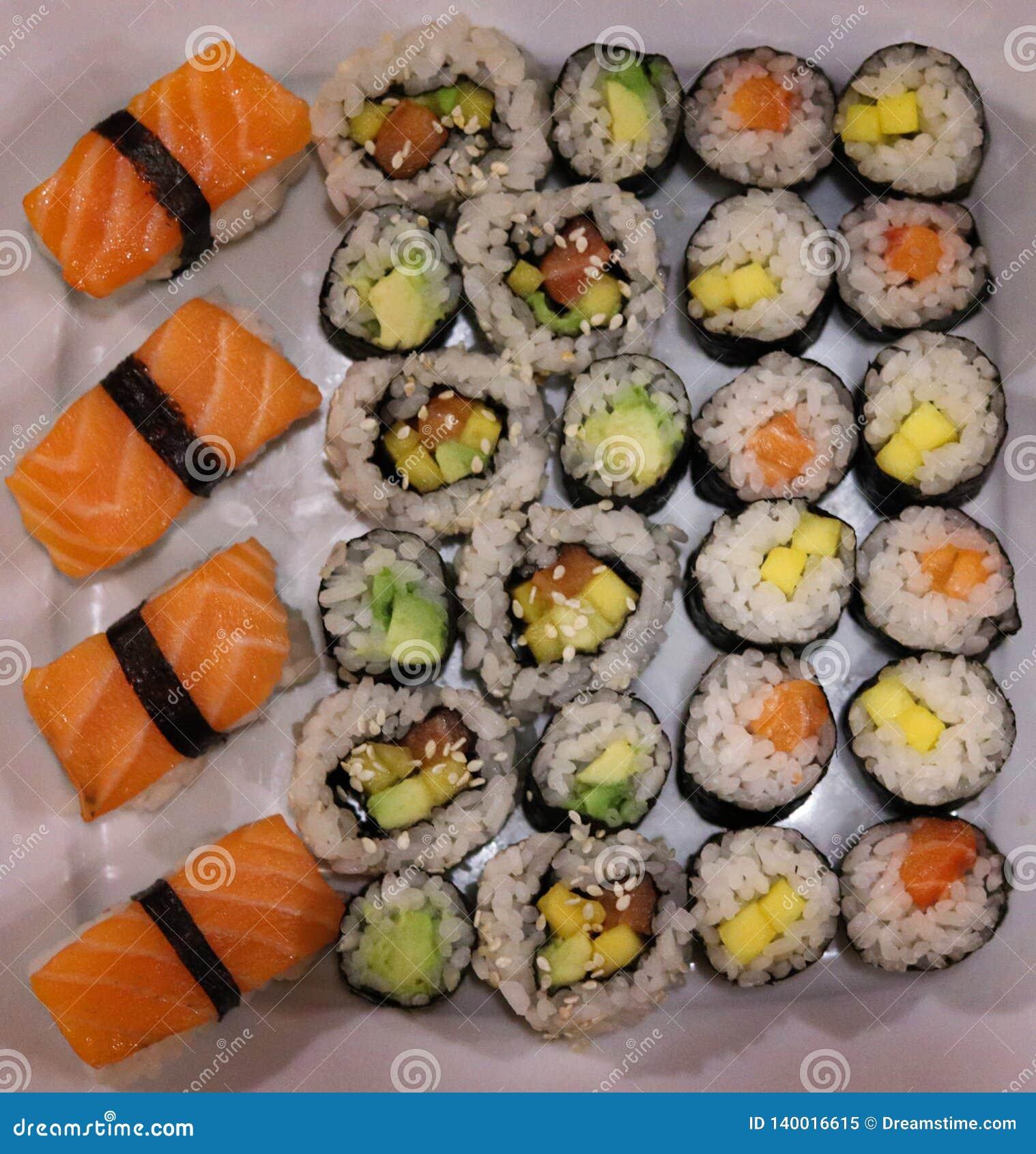 Eigengemaakte de sushipartij van Japan