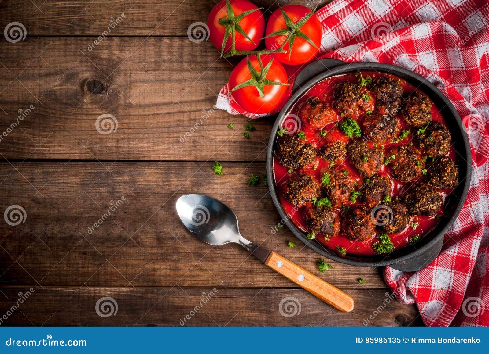 Eigengemaakte fijngehakte rundvleesvleesballetjes