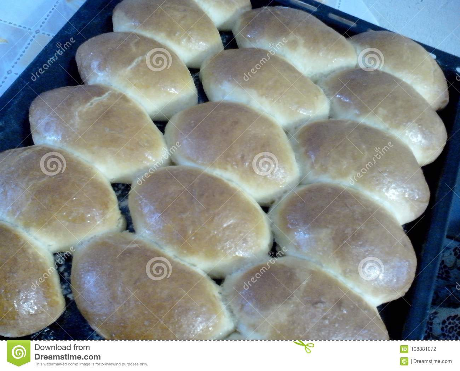Eigengemaakte gebakken pastei op het bakselblad