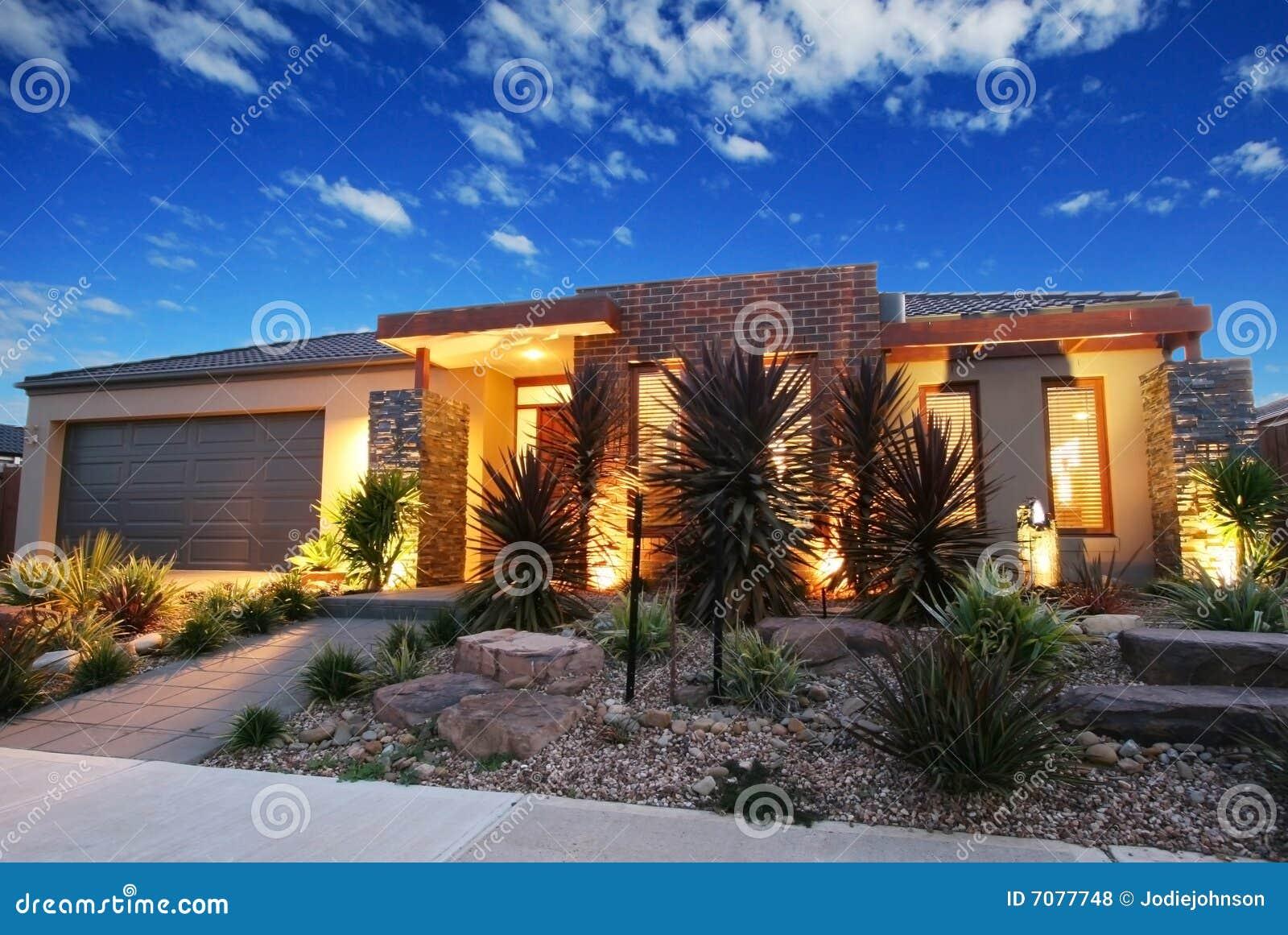 Eigentijds australisch huis stock foto afbeelding 7077748 - Gevel eigentijds huis ...