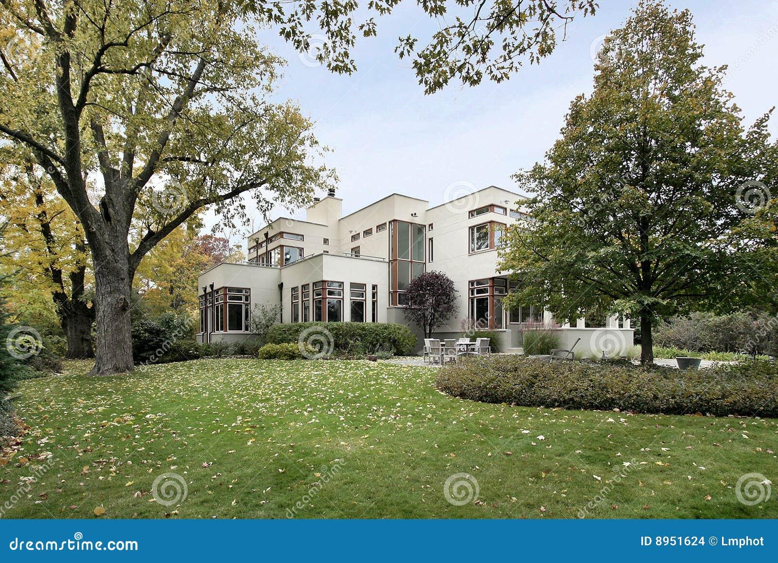 eigentijds huis in daling stock foto afbeelding bestaande uit voorsteden 8951624