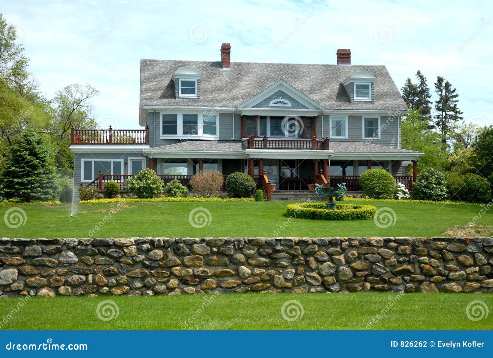 Eigentijds modern huis stock foto afbeelding bestaande uit tuin