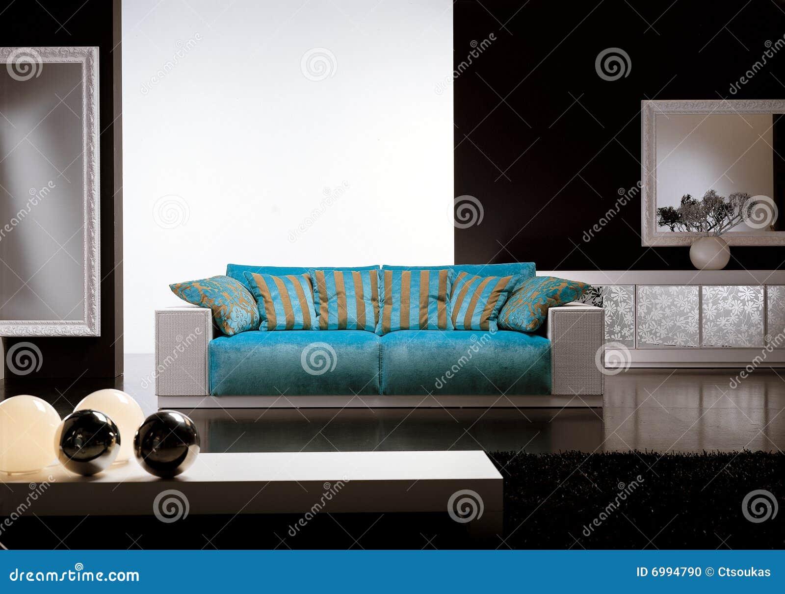 Blauwe Design Bank.Eigentijdse Woonkamer Met Blauwe Bank Stock Foto Afbeelding