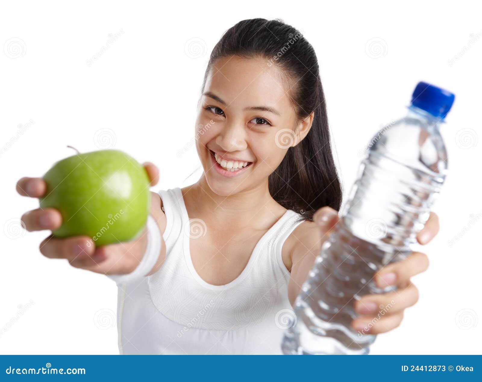 Eignungmädchen mit gesunder Nahrung