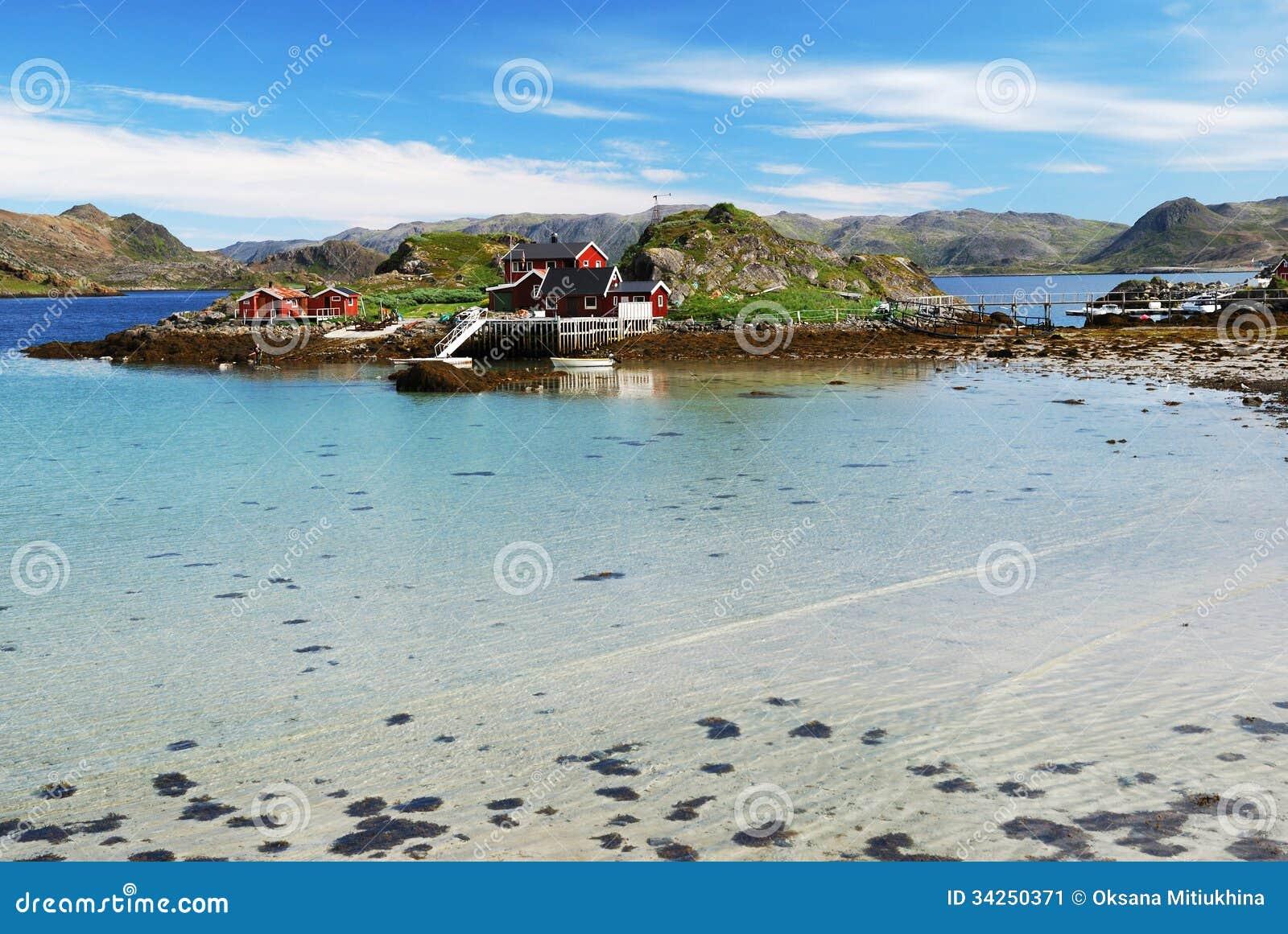 Eiland met de visserij van dorp in het midden van fjord mageroya stock afbeelding afbeelding - In het midden eiland grootte ...