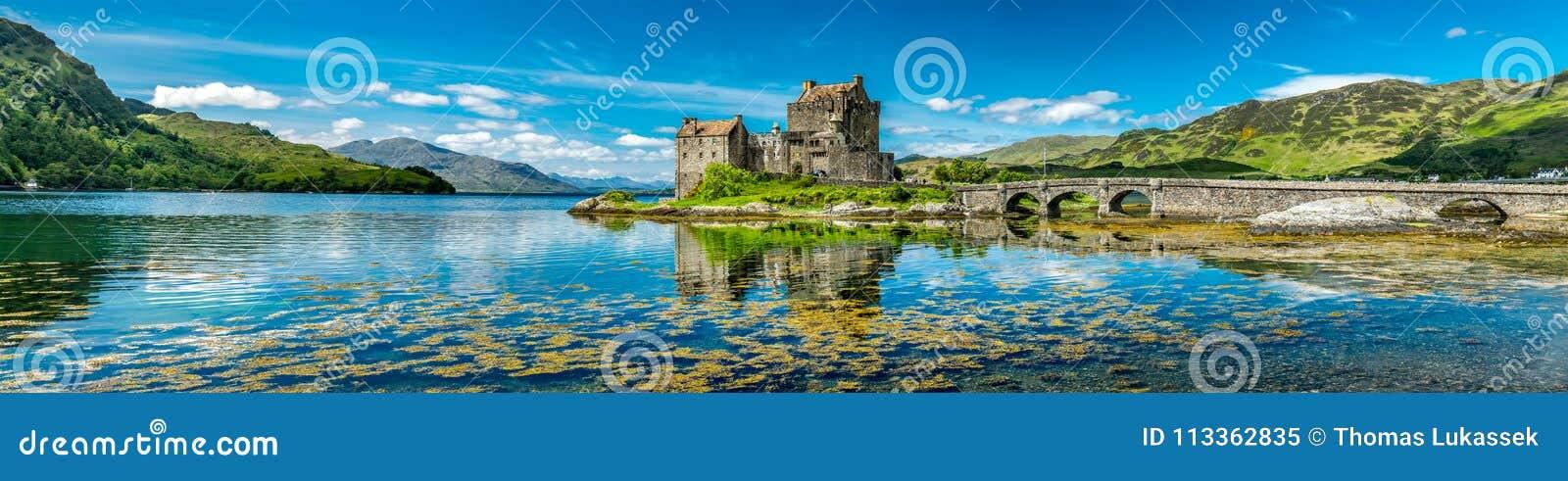Eilean Donan Castle während eines warmen Sommertages - Dornie, Schottland
