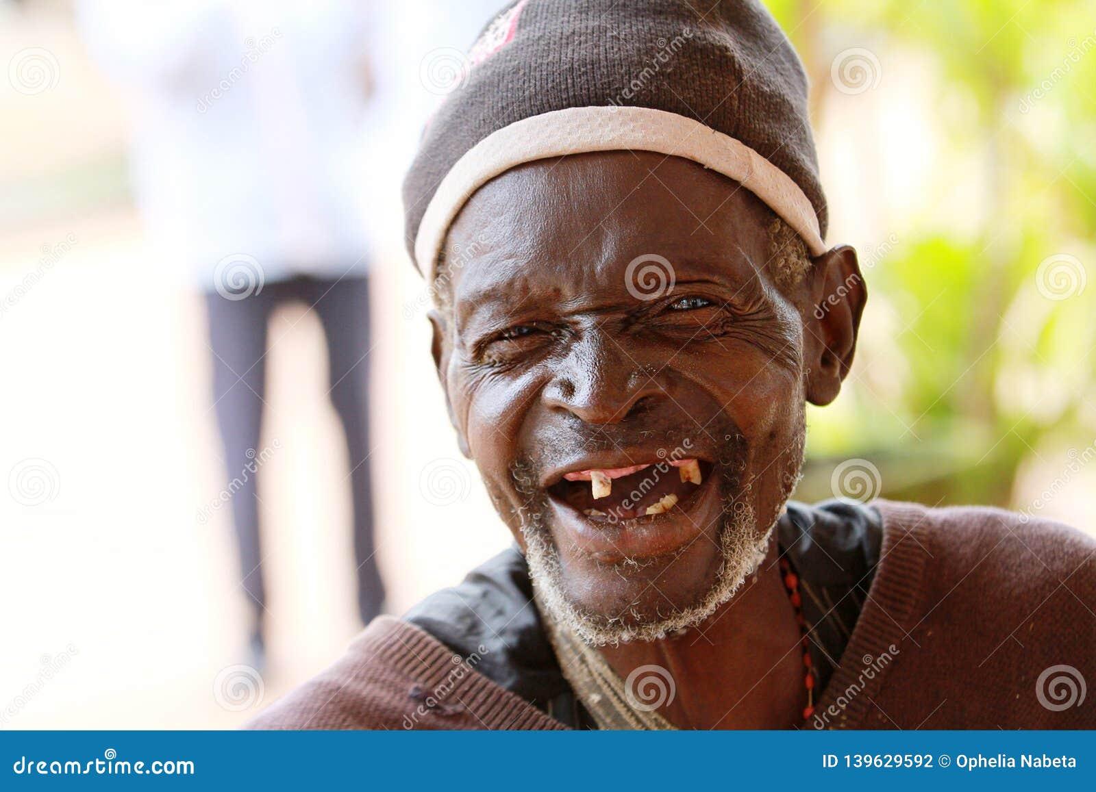 Zähne ohne foto mann Mann Bürsten